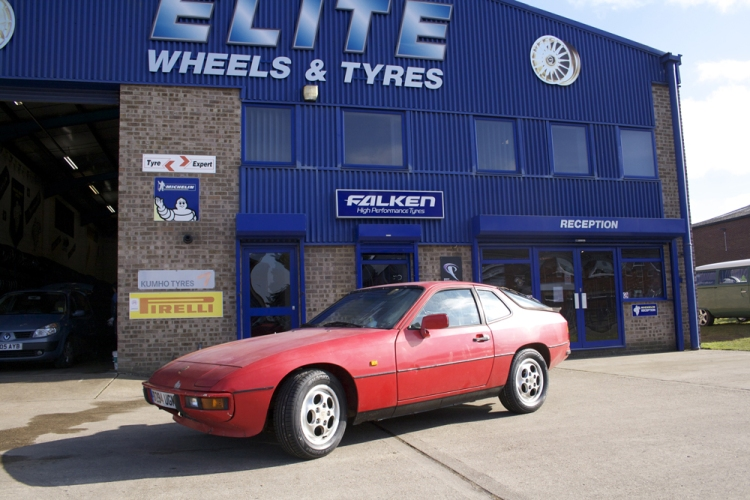 Porsche 924S at Elite Wheels and Tyres