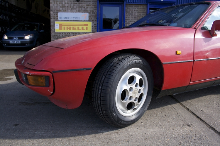 Porsche 924S with Hankook Ventus Prime2