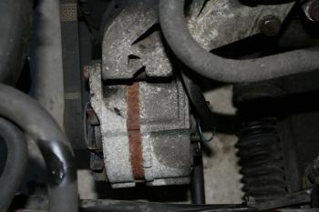 Broken 924S Alternator in situ