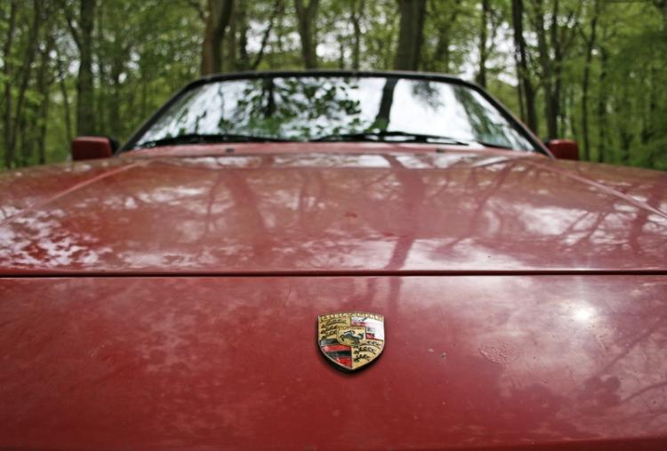 Porsche 924S Long bonnet shot