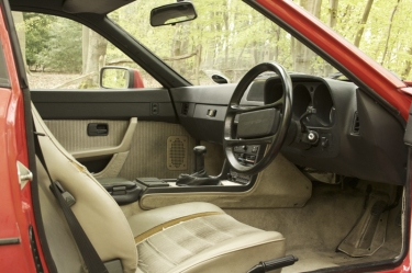 Porsche 924S Interior