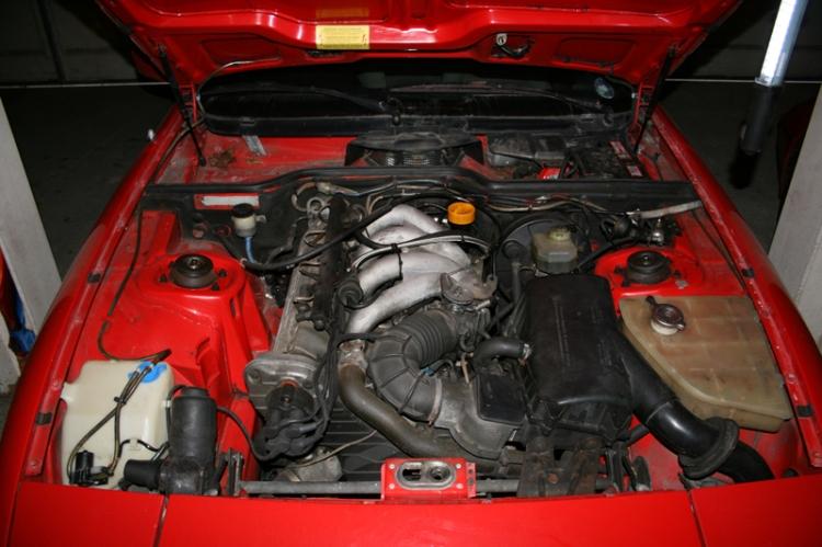 Porsche 924 S Engine In Situ